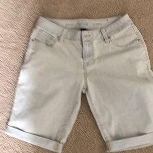 Light denim Bermuda shorts. Excellent condition